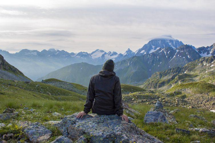 Туристский горный поход на перевал Айюлю, озеро Семицветное. Архыз