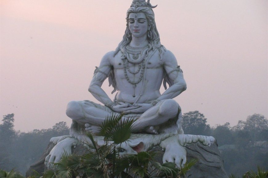 Статуя Шивы в городе Ришикеш