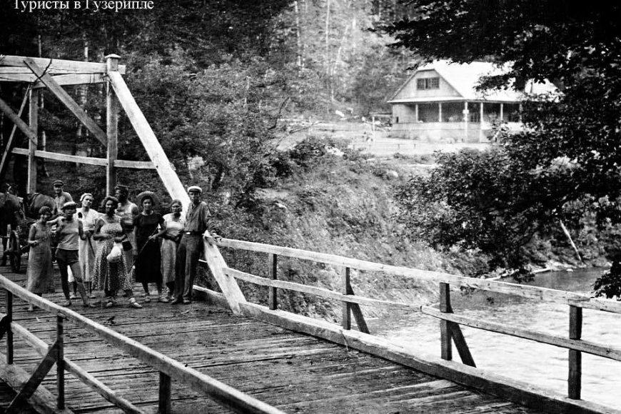 Мост через реку Белая на турбазе Кавказ